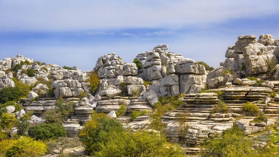 Gebirge mit Felsformationen im Naturpark El Torcal de Antequera, Provinz Málaga in Andalusien.
