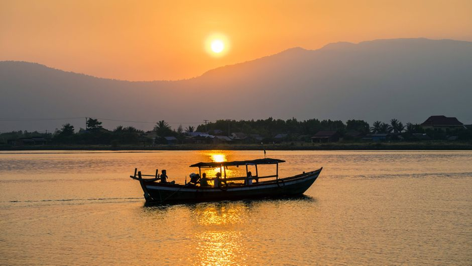 Ein Boot bei Kampot auf dem Fluss.