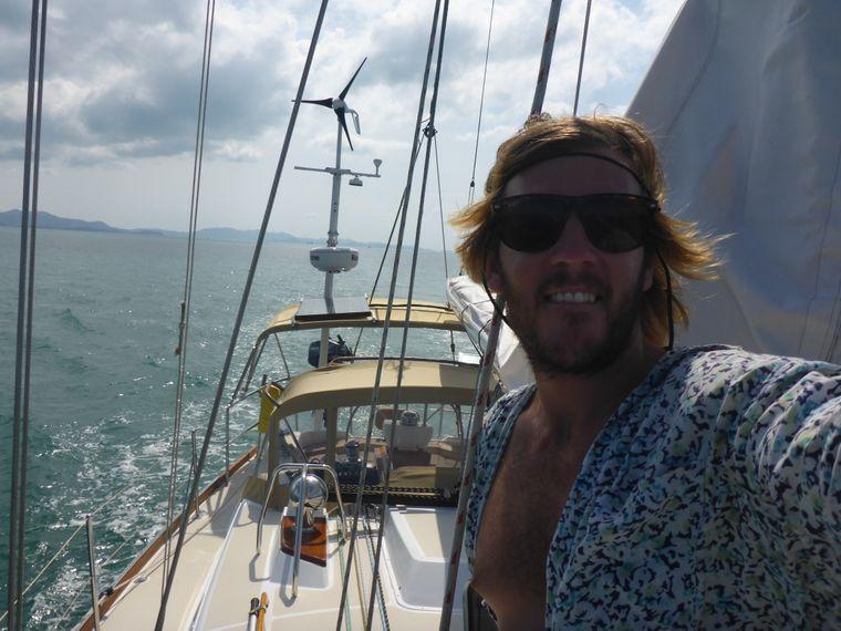 Um nach Thailand zu kommen, heuerte Tyral auf einem Segelschiff an.