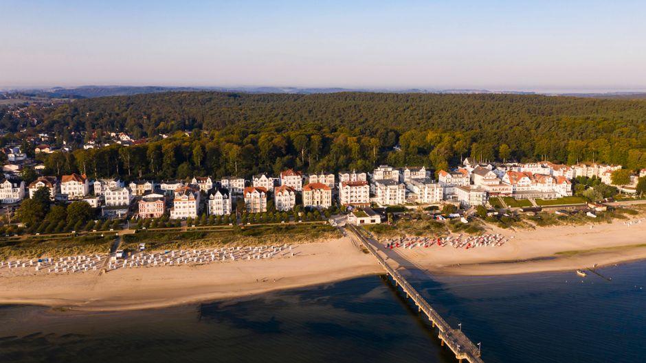 Blick auf den bei Touristen beliebten Ostsee-Ort Bansin auf Usedom. Wird der Urlaub zu Ostern in Deutschland noch möglich?