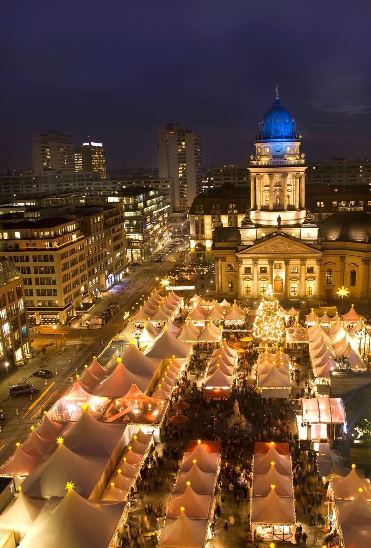Der Berliner Weihnachtsmarkt auf dem Gendarmenmarkt.