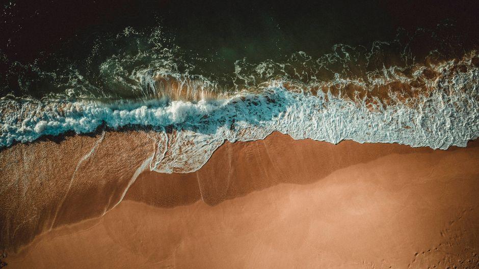 Die Algarve gilt für viele Urlauberinnen und Urlauber als Traumreiseziel für einen Strandurlaub.