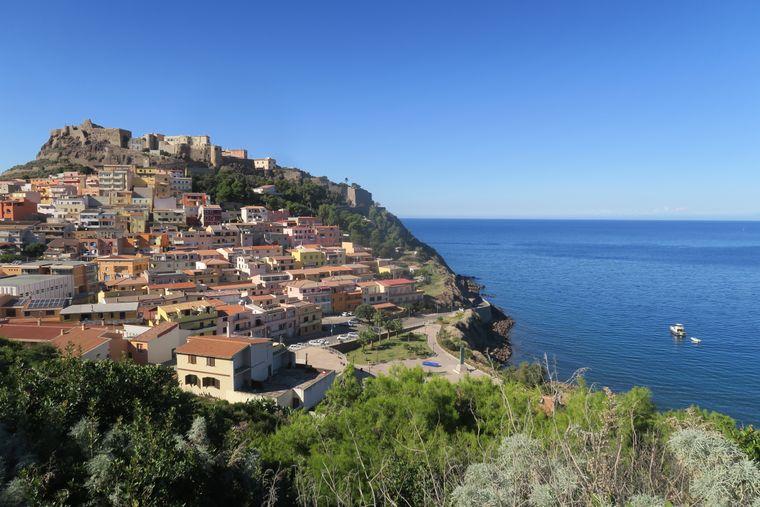 Blick auf die Festungsstadt Castelsardo.