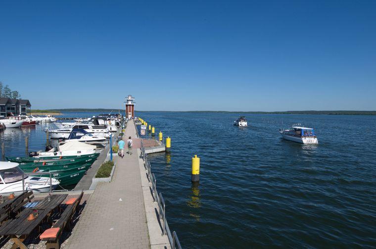 Der Plauer See bietet sich ebenfalls bestens zum Stand-up-Paddeln an.