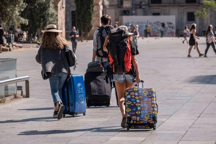 Urlauber kommen in Spanien an – ab 1. Juli brauchen sie dafür einen QR-Code.