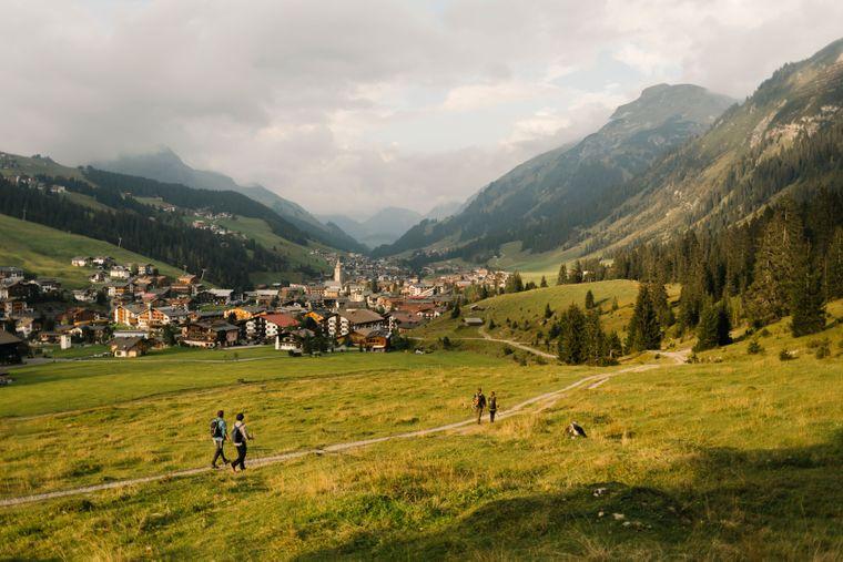 Der Arlberg Trail mit Blick auf Lech.