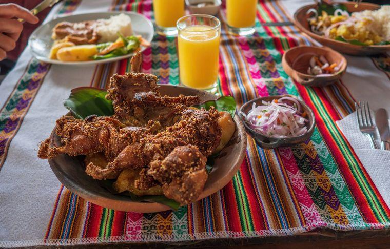 Cuy chactado ist ein traditionelles Fleischgericht der peruanischen Küche, das aus Meerschweinchen besteht.