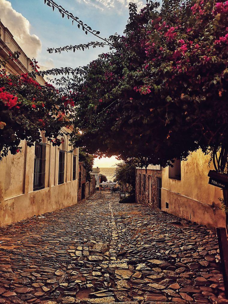Malerische Straße in Colonia del Sacramento, Uruguay.