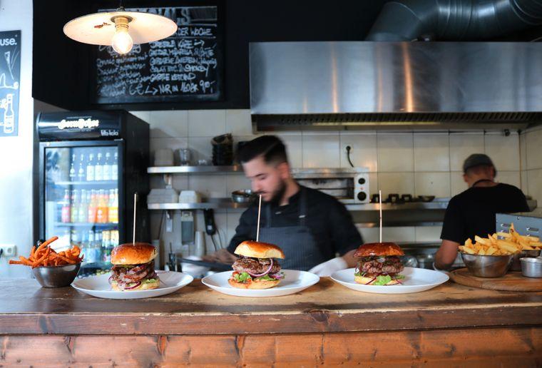 Burger der Spitzenklasse findest du im Restaurant Hornochse.