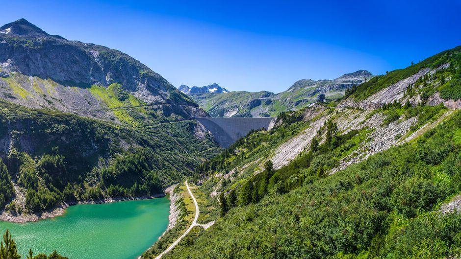 Das wunderschöne Maltatal und der Kölnbrein-Staudamm in Österreich.