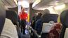 """Der Flugbegleiter schmetterte eine gefühlvolle Version von """"You Raise Me Up"""" ins Bordtelefon."""