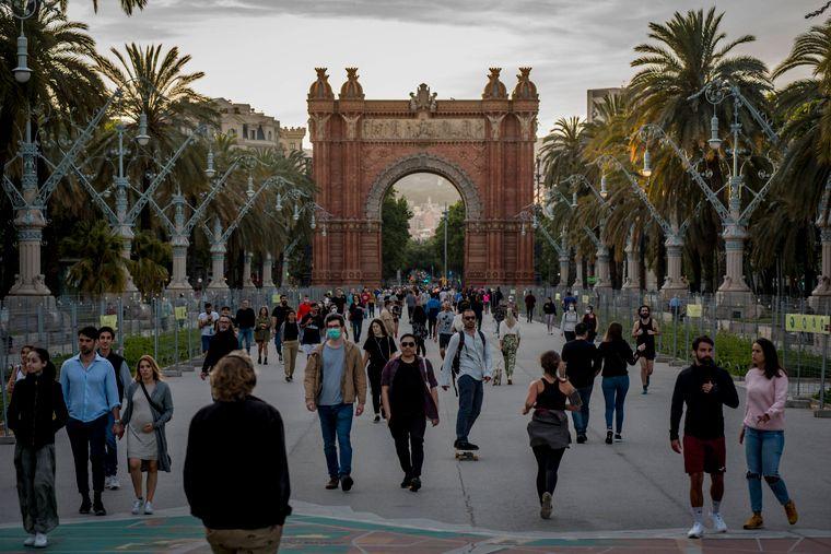Nach dem Lockdown ist vor dem Lockdown: Die Menschen in Barcelona genießen die zurückgewonnene Freiheit. Experten zeigen sich alarmiert.