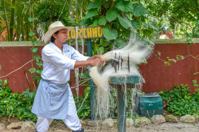 Herstellung von Sisal-Seilen im Landwirtschaftsmuseum der gleichnamigen Stadt in Yucatan.