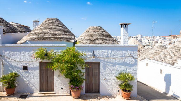 Trullo sind kleine Steinhäuser, die vor allem in Apulien zu finden sind.