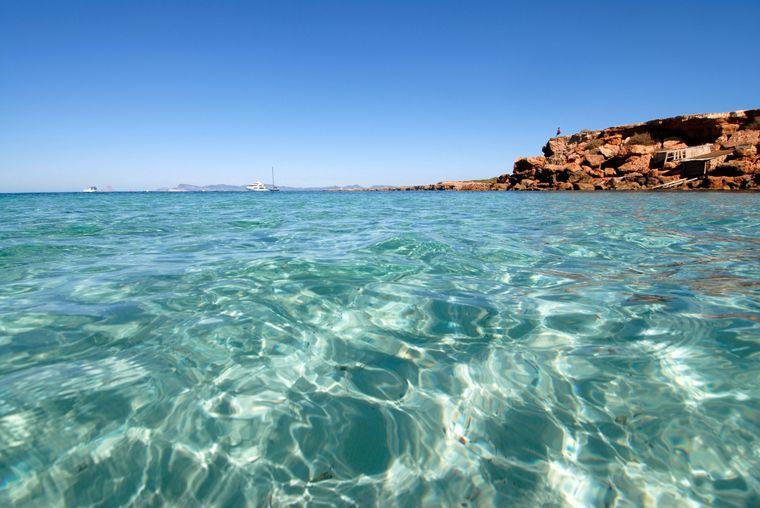 Auch im Herbst lädt das Meer in Formentera zum Baden ein.