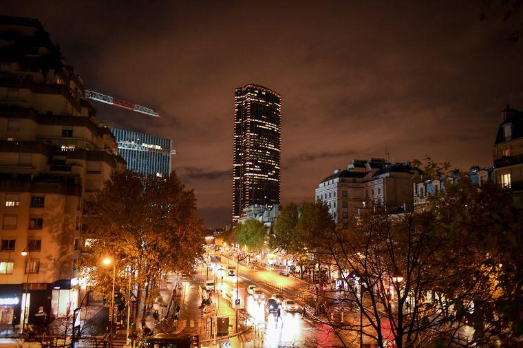 Der gigantische Montparnasse-Turm im Hintergrund sticht sofort ins Auge.