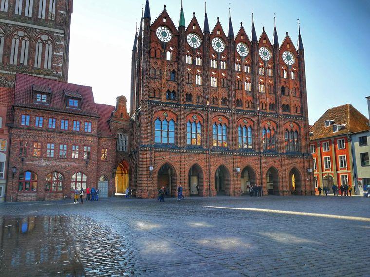 Nicht nur von außen schön: Das Stralsunder Rathaus gehört zu den beliebtesten Sehenswürdigkeiten der Hansestadt.