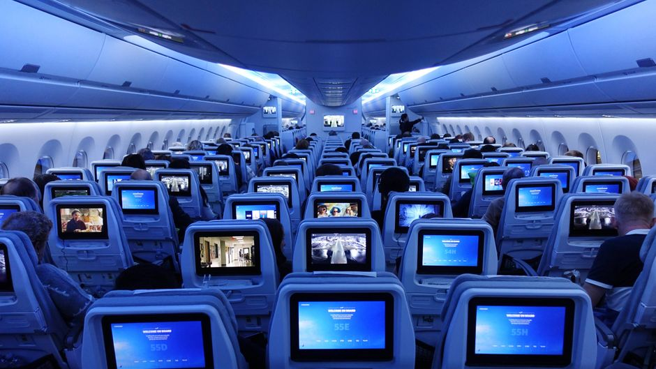 Airlines wie Lufthansa, Eurowings und American Airlines blockieren Mittelsitze.