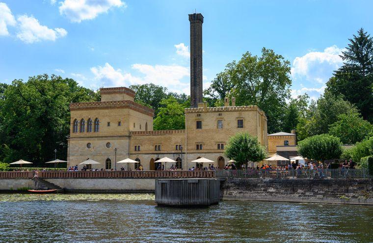 Die Meierei im Neuen Garten ist eine Gasthausbrauerei am Ufer des Jungfernsees an der nördlichsten Spitze des Neuen Gartens in Potsdam.