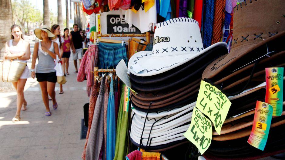 Zu einem gelungenen Urlaub gehören Souvenirs und ein paar schöne Kleinigkeiten für die Seele. In Santa Ponsa findest du dafür zahlreiche Shoppingmöglichkeiten.