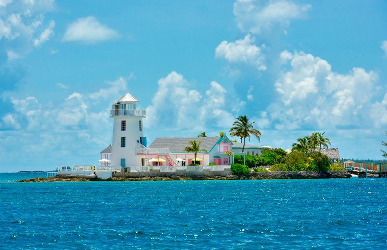 Privatstrand und sogar ein eigener Leuchtturm: Rebmann hat sich seinen Traum auf den Bahamas erfüllt.