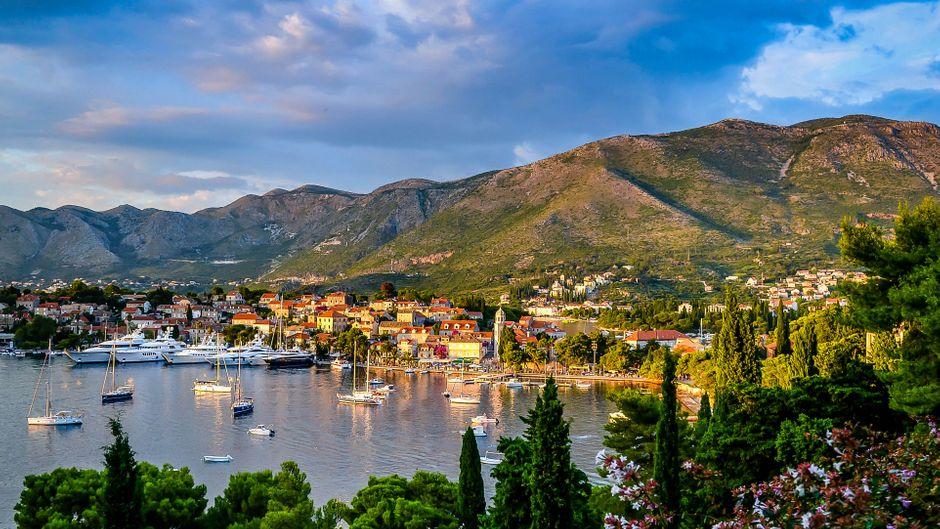 Kroatien: Berge, Meer und Stadt machen deine Reise perfekt.