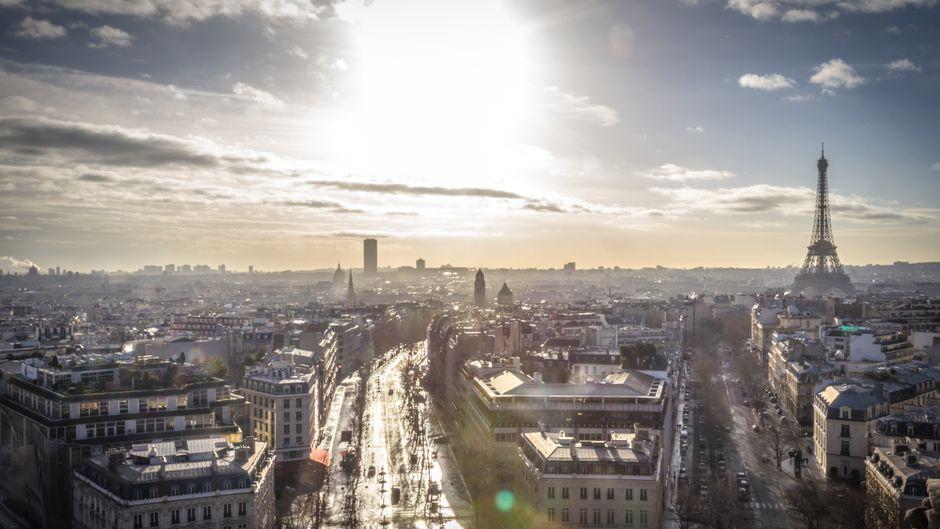 In Paris und Frankreich gibt es 2018 viele Neuerungen, zum Beispiel Schutzwände am Eiffelturm.