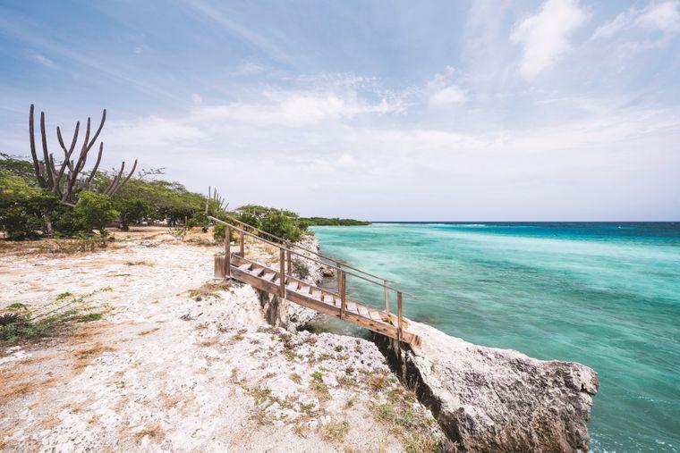 Der Strand Mangel Halto ist wegen eines nahen Korallenriffs besonders bei Schnorchlern und Tauchern beliebt.