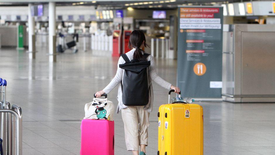 Der Flugverkehr ist durch die Corona-Krise fast völlig zum Erliegen gekommen, doch so langsam geht es wieder los. Was müssen Reisende beachten?