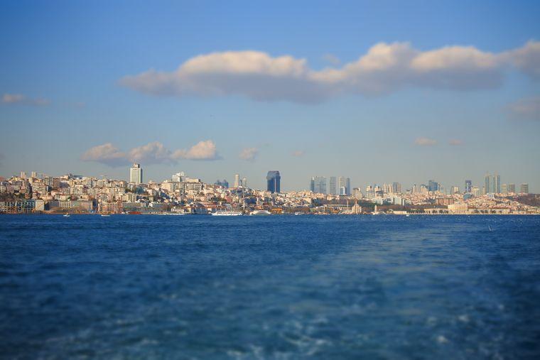 Schifffahrt auf dem Bosporus in Istanbul.