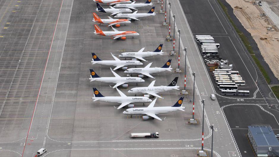Wegen der Corona-Krise bleiben viele Flugzeuge seit Monaten am Boden.
