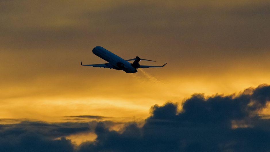 Fluggesellschaften müssen ihren Kunden für stornierte Flüge noch mehrere Milliarden Euro zurückzahlen. (Symbolbild)