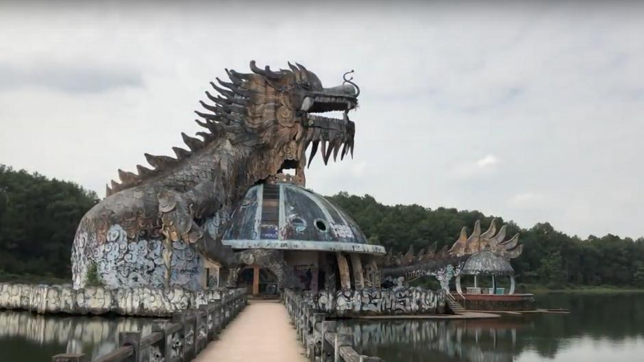 Es könnte glatt eine Filmkulisse sein: Die Stimmung im verlassenen Wasserpark verzaubert und gruselt zugleich.