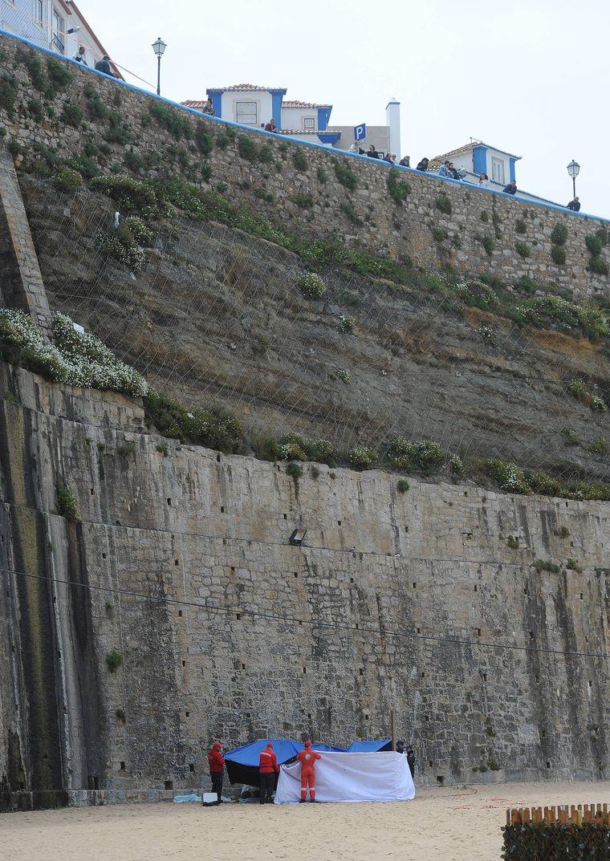 Den Sturz aus 30 Metern Höhe auf den Strand konnten die zwei Australier nicht überleben.