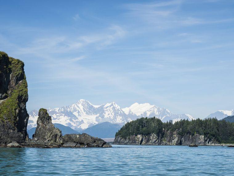 Der Gebirgszug Fairweather Range in der Glacier Bay.
