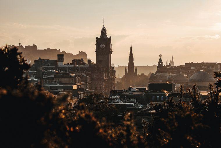 Blick vom Calton Hill auf Edinburgh.