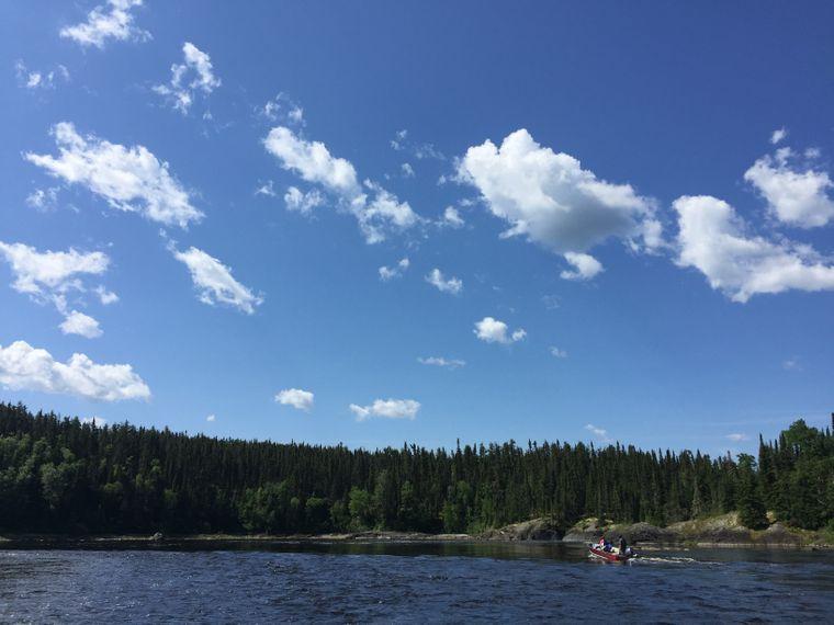 Der Miminiska See kliegt am Albany River - die Gegend lässt sich am besten per Boot erkunden und bietet unverfälschte Naturerlebnisse.
