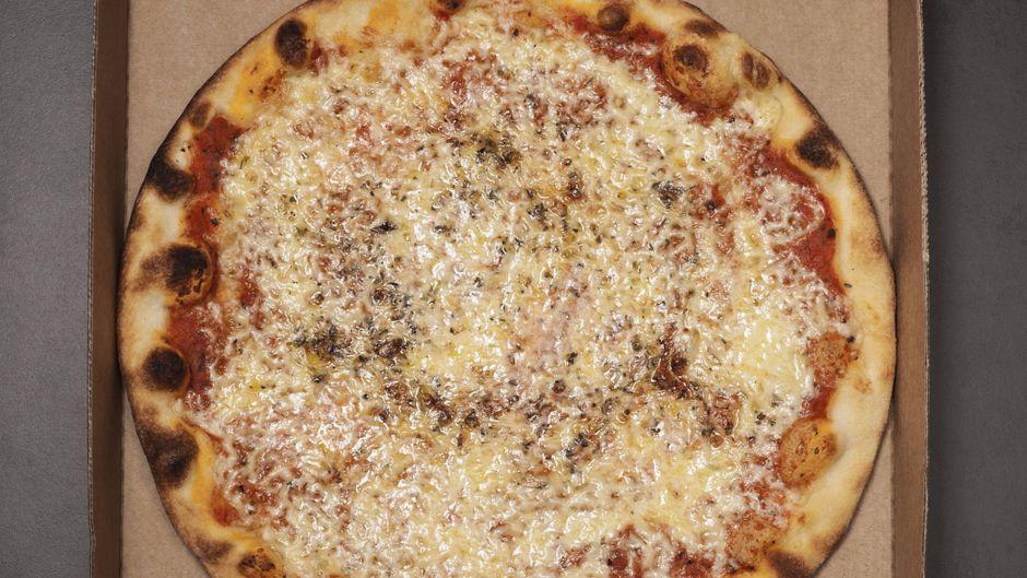 Pizza im Karton.
