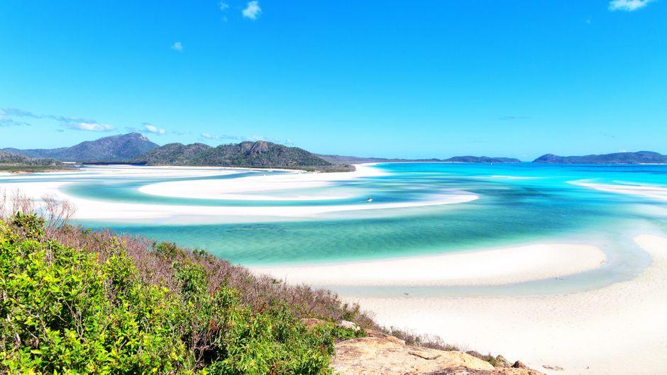 Den weißen Sandstrand auf Whitsunday Island kennt inzwischen wohl fast jeder – der Strand gilt als schönster weltweit.