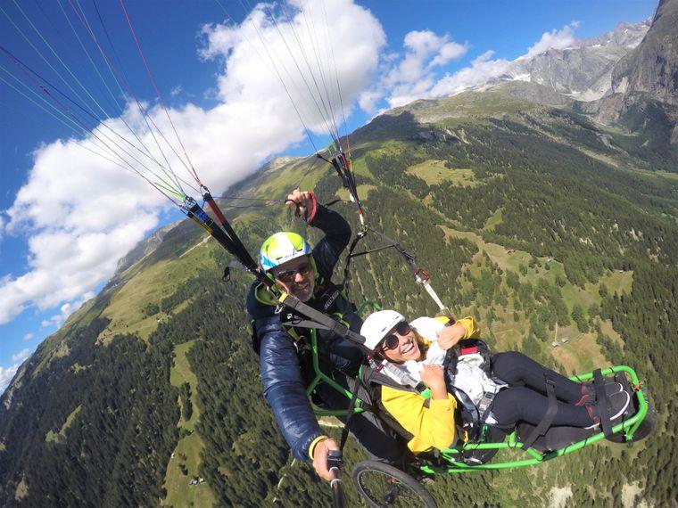 Kim beim Paragliding: Ein unvergessliches Erlebnis für sie.