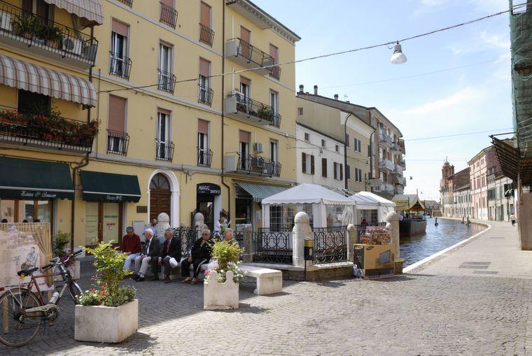 So malerisch und so entspannt: Die Lagunen-Stadt Comacchio am Po-Delta in Italien gilt noch als Geheimtipp.