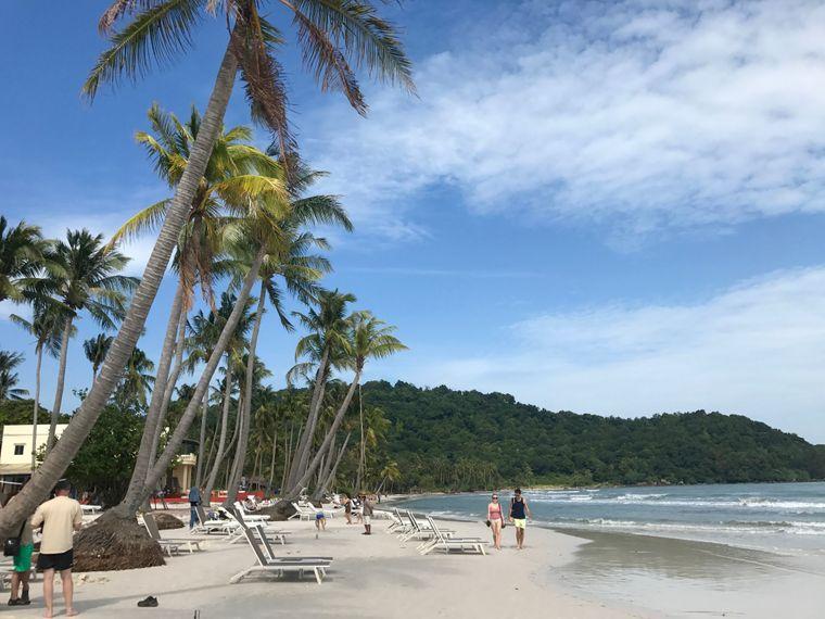 Der Sao Beach liegt auf der Ostseite der Insel.
