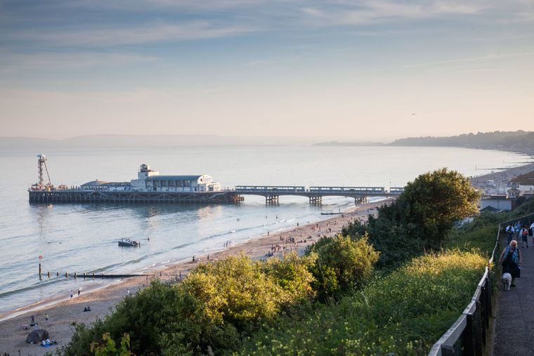 Die Strände des Urlaubsortes Bournemouth im Süden von England sind für ihre Länge bekannt. Über elf Kilometer Strand gibt es dort.