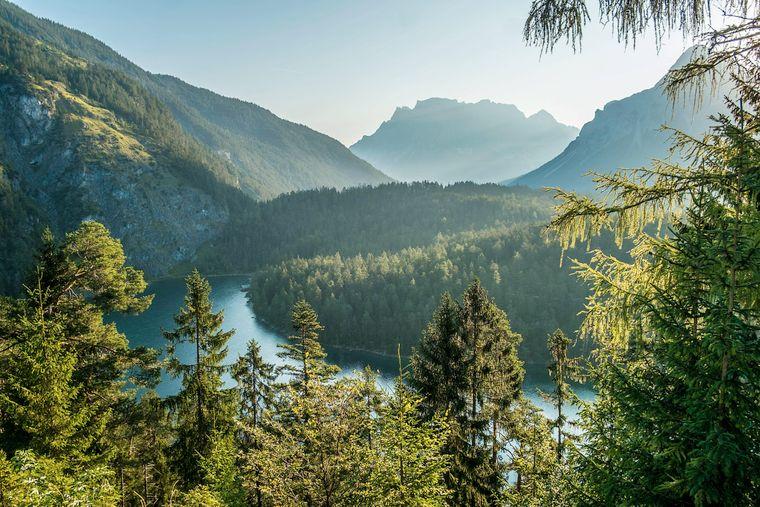 Blick über den Blindsee zur Zugspitze.