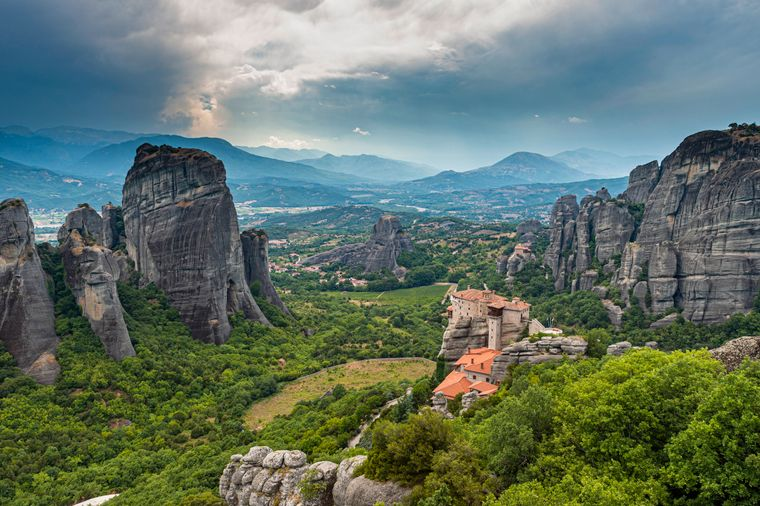 Zentralgriechenland: Die Thessalien–Region ist bekannt für ihre Oliven- und Weinproduktion.