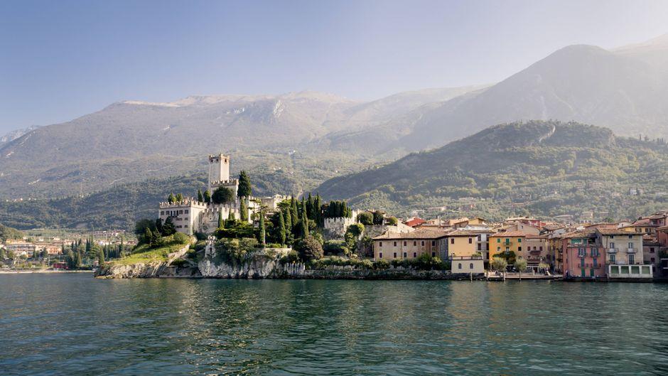 Das Castello Scaligero in Malcesine am Gardasee ist ein beliebtes Ziel für Geschichtsinteressierte.