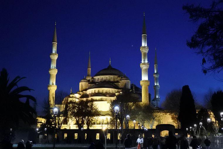 Die Blaue Moschee bei Nacht, wunderschön.