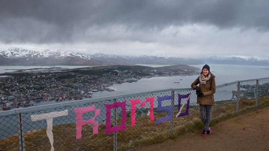 Blick auf Tromsø und den Fjord vom Berg Storstein aus.