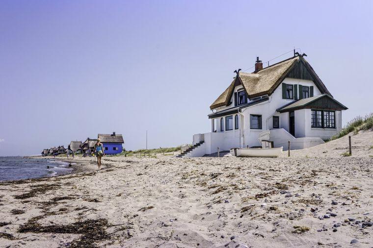 Ferienhäuser an der Ostsee sind in diesem Sommer begehrt. (Symbolbild)