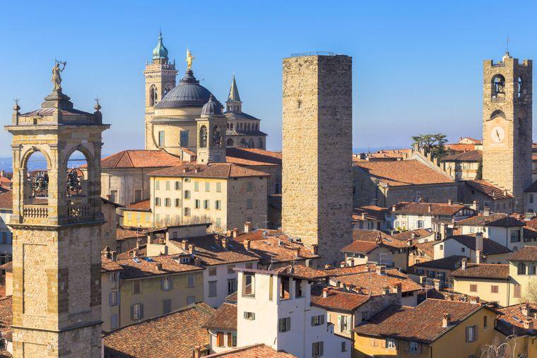 Die Altstadt von Bergamo ist von einer Stadtmauer umringt.